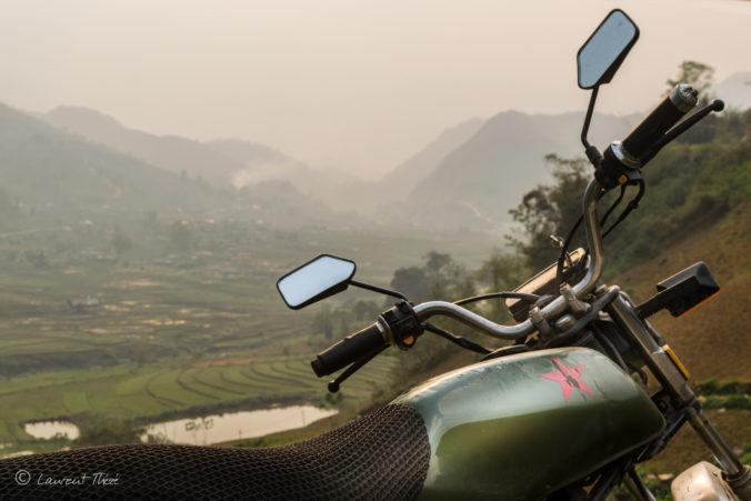 L'emmerdeuse surplombant les rizières en terrace du Nord Vietnam. En route vers Luang Prabang et le Laos !